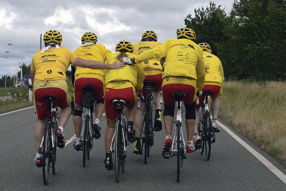 Tour Ginkgo Teilnehmer fahren in der Gruppe