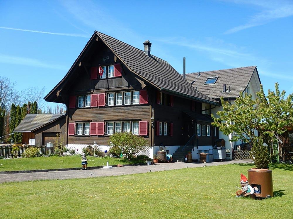 Ein schönes Haus am Rande des Radwegs