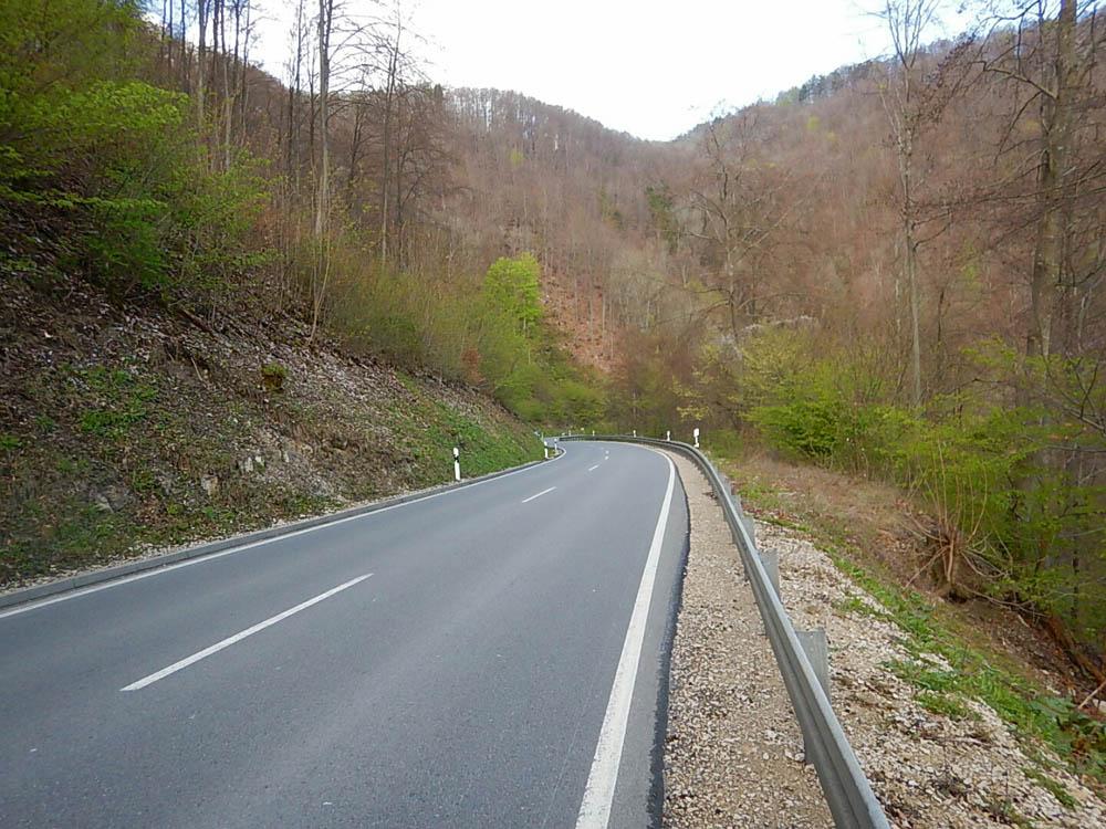 Leere Straße auf dem Weg zum Bodensee