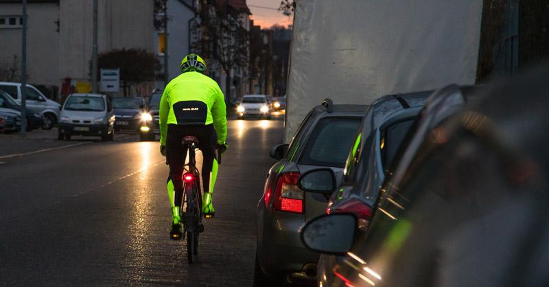 Sichtbare Fahrradbekleidung im Straßenverkehr