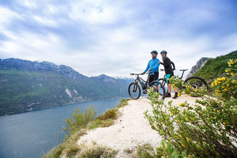 Mit einem E-Bike-Transport lassen sich schöne reise Ziele entdecken