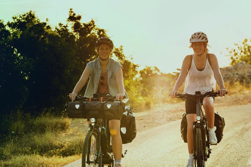 Eine E-Bike-Reise führt zu schönen Reisezielen