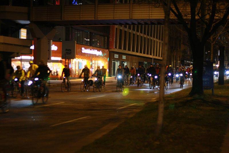Radfahrer während der Critical Mass Stuttgart