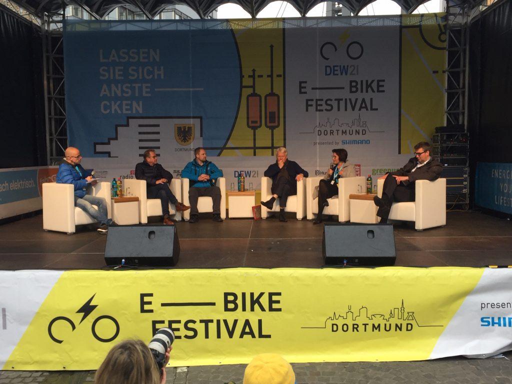 Podium zur Verkehrswende und zur Fahrradförderung beim E-Bike-Festival