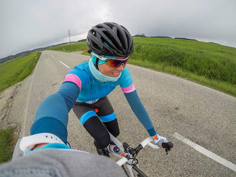 Frau auf dem Rennrad