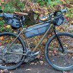 Das komplette Gravelbike mit Bikepacking-Taschen von PRO Discovery