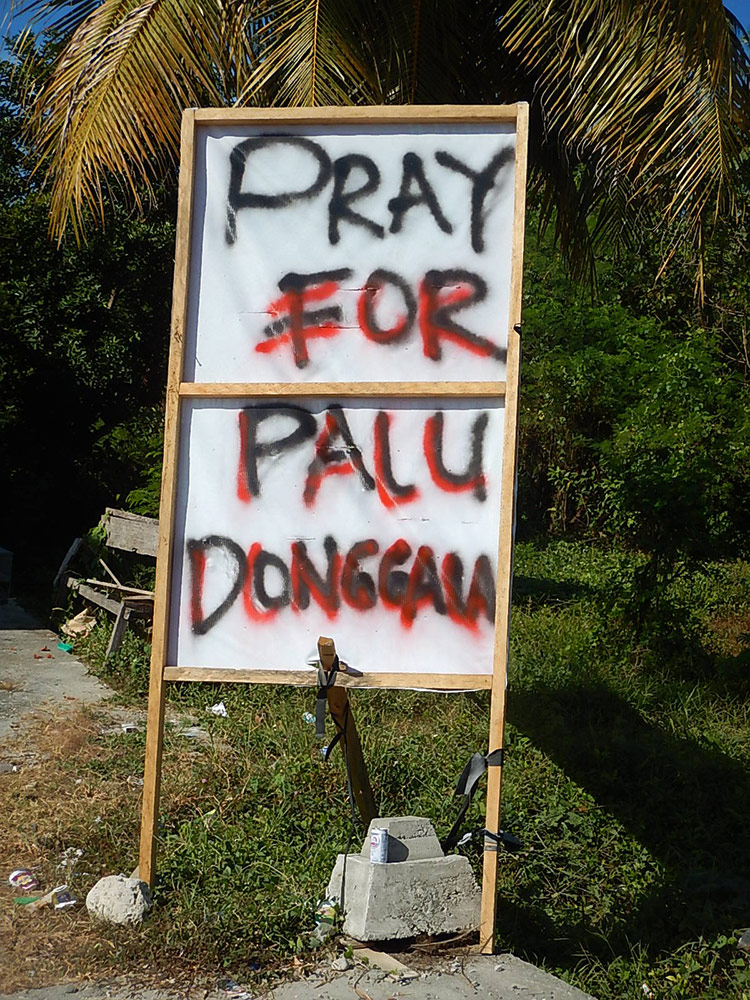 Pray for Palu (wegen Tsunami) - Banner