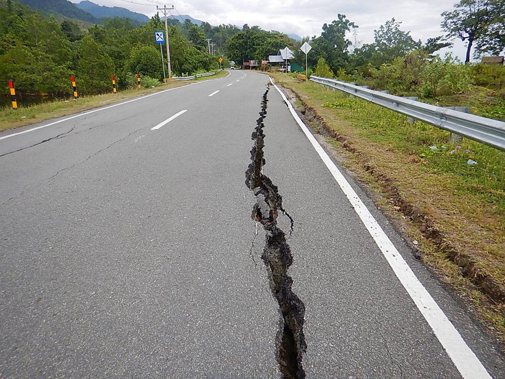 Erdbeben in Indonesien, Sulawesi - Straße offen bei Radtour