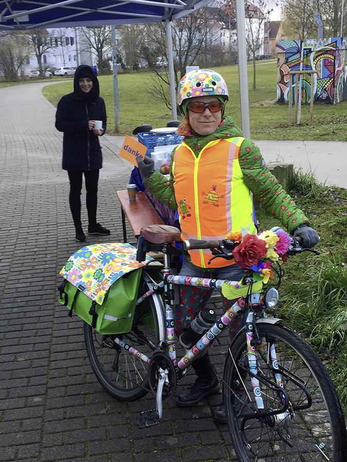 Bunte Fahrradfahrerin Stuttgart | Fahrradfahren in Stuttgart | Fahrradfrühstück
