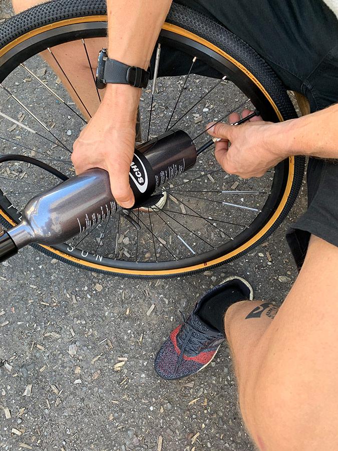 Kompressor für den Reifen - Montage Tubeless