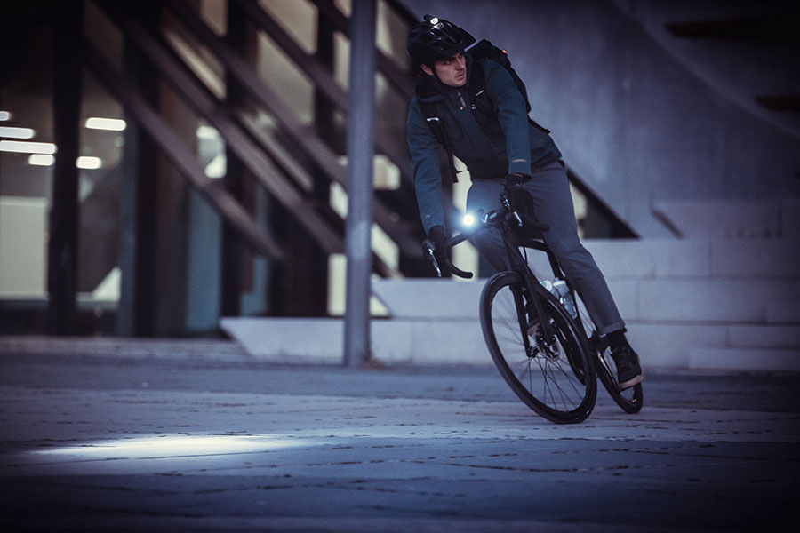 PEARL iZUMi Kleidung und Fahrradlicht - Radfahren im Herbst
