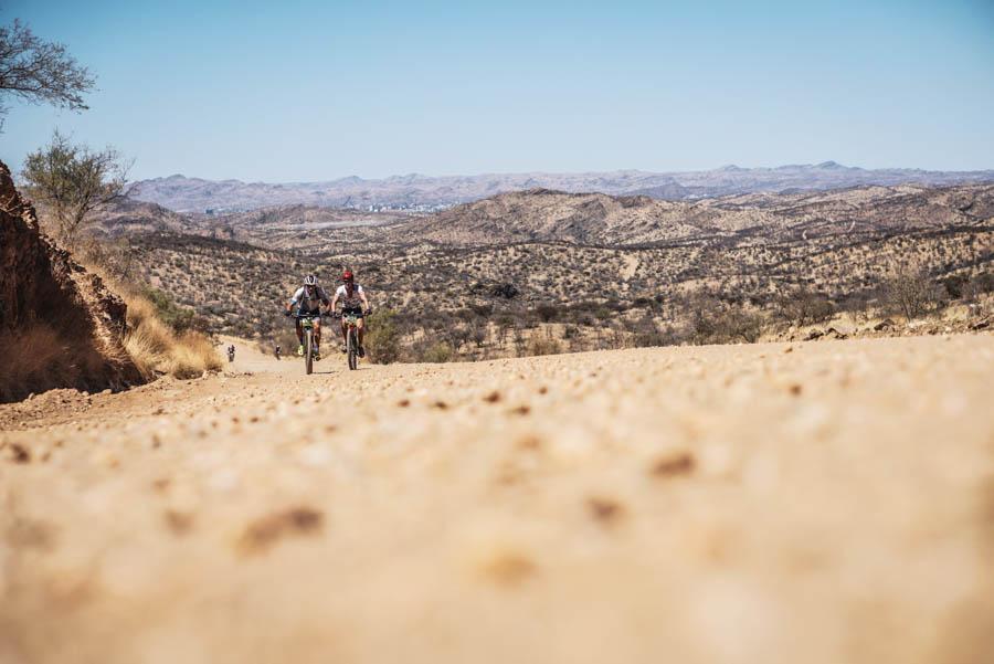Sand & Bikes bei der Desert Dash in Namibia. Radrennen.