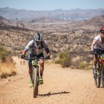 Durch die Wüste in einer Gruppe - Andreas Niedrig in Namibia