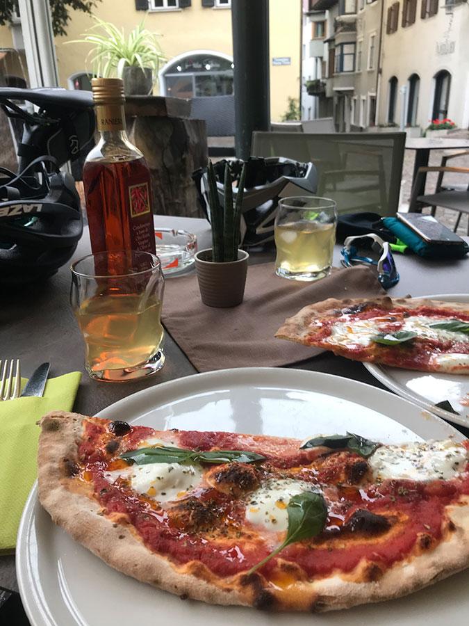 Pizza als Belohnung in Santa Caterina in Valfurva.