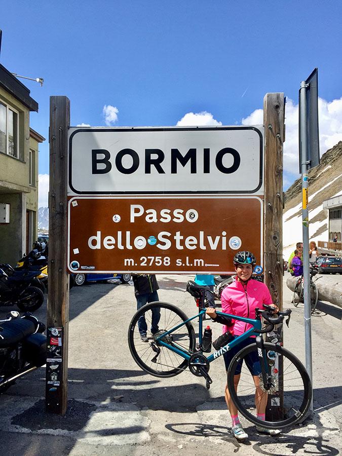 Silvia Schöner auf dem Passo dello Stelvio in Bormio - Transalp hoch zwei.