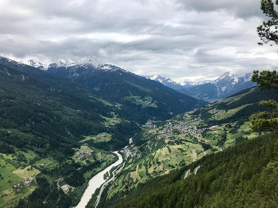 Blick ins Inntal von der Piller Höhe - Transalp - mit dem Gravelbike über die Alpen.