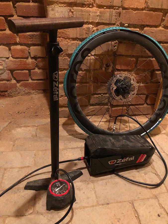 Fahrrad aufpumpen - Tubeless Anleitung - Luftpumpe von Zefal