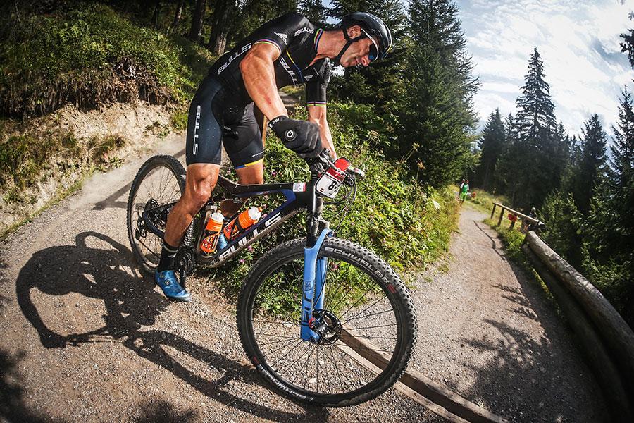 Alban Lakata auf dem Mountainbike