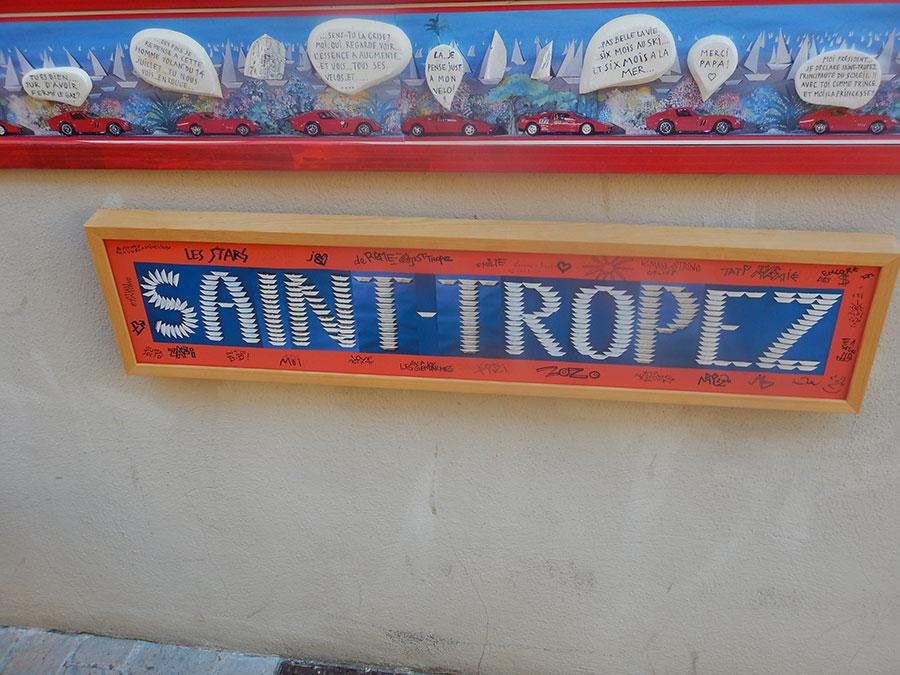 Saint Tropez auf Schild - Radtour von Genau nach Málaga.