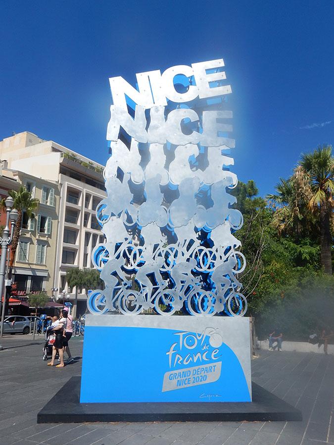 Nizza mit Tour de France Denkmal - Fahrradtour von Genau nach Málaga