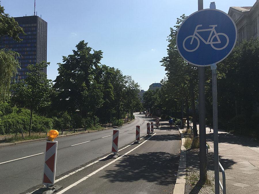 Pop-Up Fahrradweg am Tempelhofer Ufer in Berlin