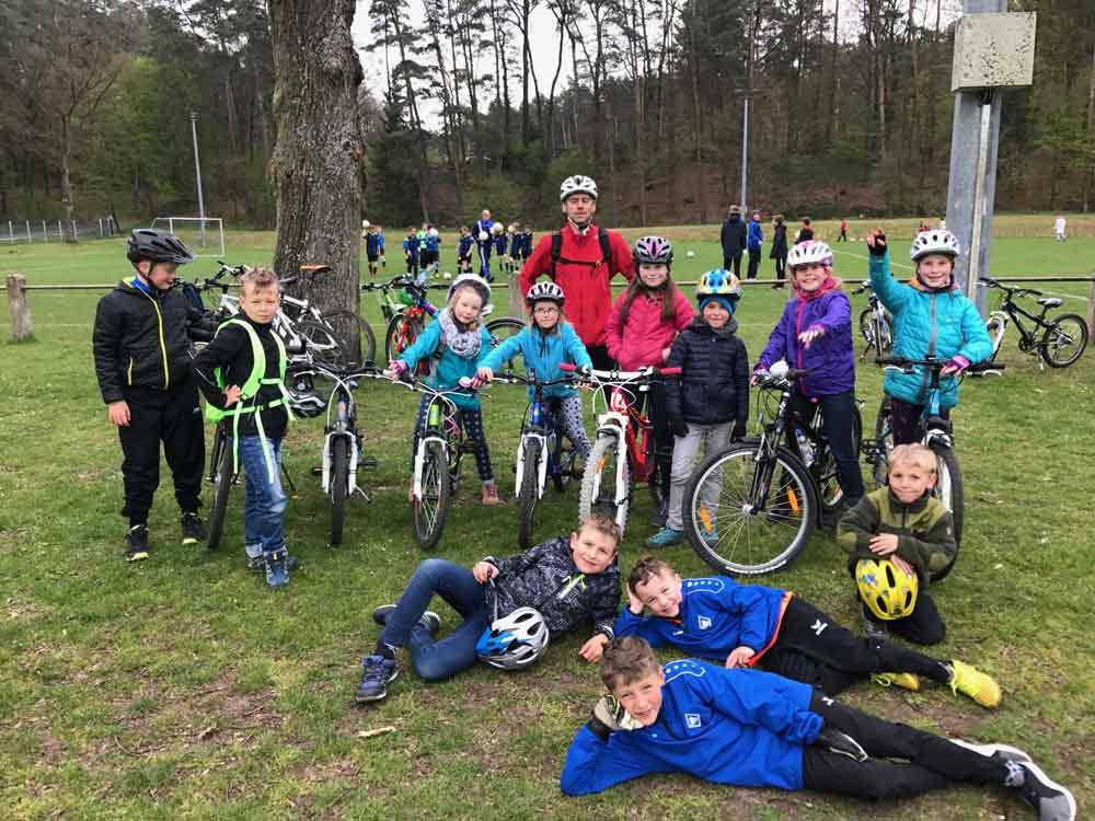 Gruppenbild beim Fahrradkurs für Kinder