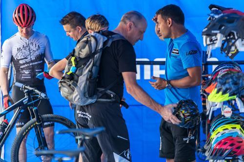 Bikefestival-Riva-2018_Kundengespraech_Lazer-Helme